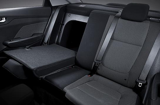 Flat-folding 60:40-split rear seats