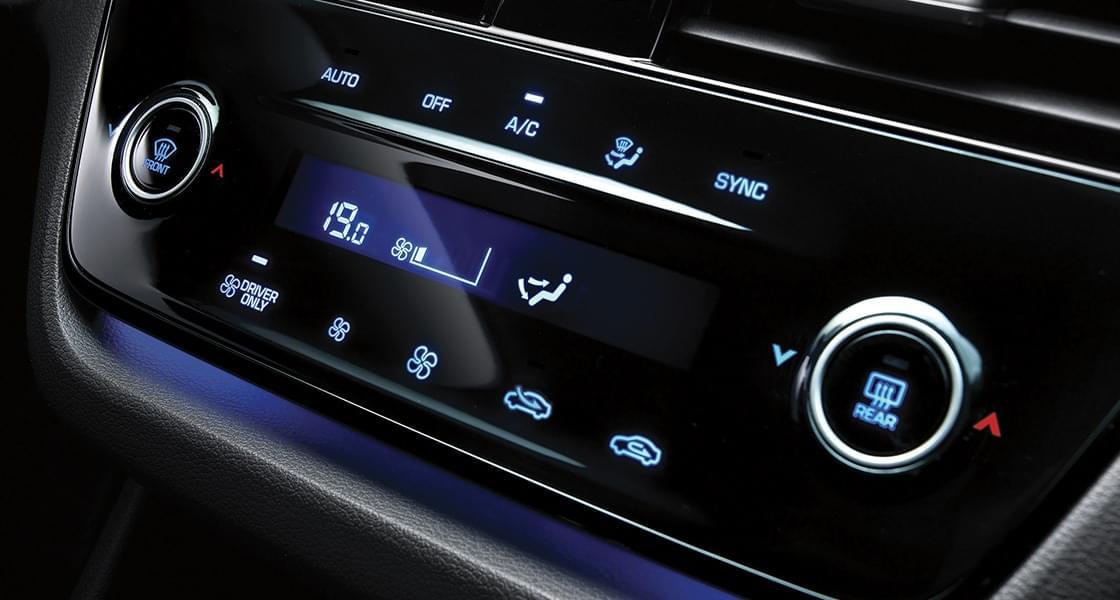 IONIQ hybrid touchscreen air conditioning controller